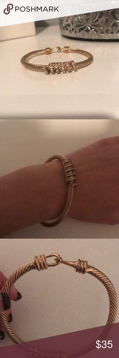 Gold bracelet Never worn, like brand new. Jewelry Bracelets