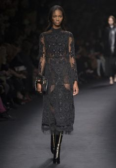 Valentino Official Website - Discover the Valentino Women From The Catwalk Collection. Watch the Fashion Show, Accessories and much more. Couture Fashion, Runway Fashion, Fashion Show, Fashion Outfits, Womens Fashion, Fashion Design, Paris Fashion Week 2015, 2016 Fashion Trends, Valentino Gowns