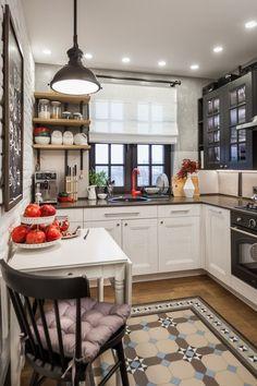 Białe szafki i stolik w industrialnej kuchni
