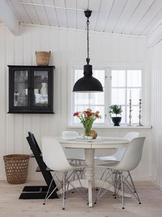 mesa redonda com cadeira de design