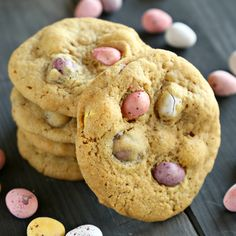 These Mini Eggs Chocolate Chip Cookies are the perfect easy snack or dessert for Easter!