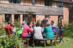 Cohousing: Neue Wohnbaumodelle in der Smart City und auf dem Land - Linzer Innovationsforscher untersucht zivilgesellschaftliches Potenzial im Gemeinschaftswohnbau in England und in Österreich. Mehr dazu hier: http://www.nachrichten.at/anzeigen/immobilien/art147,1330669 (Bild: OÖN)