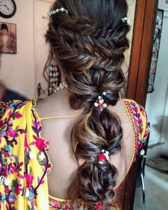 Bridal Hairstyle Ideas For Every Indian Bride. Most Trending Hairstyles for the Indian Bride in Open Hairstyles, Indian Wedding Hairstyles, Trending Hairstyles, Bride Hairstyles, Hairstyle Ideas, Flower Hairstyles, Saree Hairstyles, Bridal Makeup Looks, Wedding Makeup