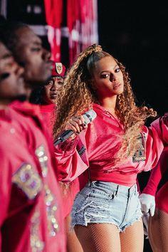 Beyonce Coachella Celebrity News - Hakim Bonnar Estilo Beyonce, 4 Beyonce, Beyonce Memes, Beyonce Coachella, Beyonce Style, Beyonce And Jay Z, Beyonce Funny, Beyonce Makeup, Beyonce Quotes