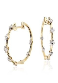Grace your spring look with the elegance of this diamond hoop earrings framed in 18k yellow gold