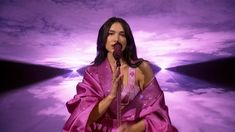 Dua Lipa - Levitating ft. DaBaby / Don't Start Now (Live at the GRAMMYs 2021) - YouTube Dancing On The Edge, What Women Want, Swimsuits For Curves, Entertainment Video, Live Music, Music Music, My Melody, Girl Next Door, Artists
