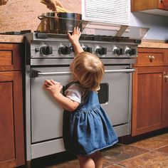 Prince Lionheart - Stove Guard Protect your child from scalds and burns! Adjustable stove guard puts a barrier between your child's fingers and stovetop hazards - hot pots and open flames. Home Safety, Baby Safety, Child Safety, Stove Guard, Toddler Proofing, Baby Proofing Ideas, Prince Lionheart, Childproofing, Baby Hacks