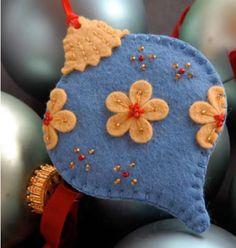 Bolinhas para árvore de natal feitas com feltro