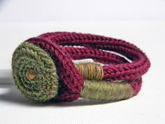 Pulsera de lana en tricotín - Wool bracelet tricotin