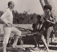 Fotografía de Malinowski realizada por él mismo. Autorretrato en el campo. 1922