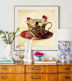"""Empezamos este """"casi viernes"""" dando la bienvenida a una talentosa artista peruna, Deborah Jacoby @deborahjacoby. Quien mezclando su creatividad y genialidad creó una entretenida colección de tazas, ideales para comedores, baños de visita o cualquie espacio... Ya les mostraremos el resto de la coleccción!!"""