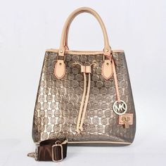 Handbags With Style. For most ladies, buying a genuine designer bag is not really something to dash straight into. Since these handbags can easily be so high priced, women usually worry over their choices before making an actual ladies handbag purchase. Michael Kors Handbags Outlet, Cheap Michael Kors, Michael Kors Selma, Mk Handbags, Michael Kors Tote, Fashion Handbags, Purses And Handbags, Fashion Bags, Fashion Site