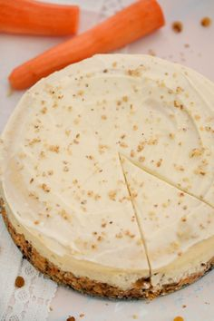 Carrot Cake Cheesecake Recipe [VIDEO] – Sweet and Savory Meals Carrot Cake Cheesecake is a delicious dessert that is mixing two of the best cakes together in one. It is the perfect cake to go with on your Easter table. Carrot Cake Cheesecake, Cheesecake Recipes, Slow Cooker Pineapple Ham, Köstliche Desserts, Dessert Recipes, Instant Pot Cheesecake Recipe, Dessert Parfait, Best Carrot Cake, Savoury Cake