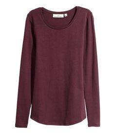 Burgundy. CONSCIOUS. Fitted, long-sleeved top in stretch jersey made from organic cotton with a round neckline.