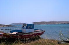 En Delos, una de las islas más pequeñas del Mar Egeo, surgió uno de los mayores santuarios en la antigüedad, el Oráculo de Delos, poderosísimo y venerado por toda la cuenca mediterránea.