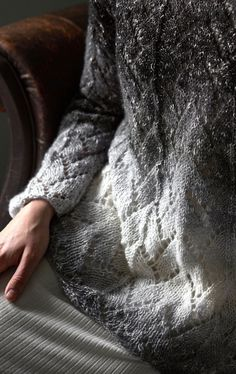 Naisen pitsineulepusero Novita Elegia Sequin Skirt, Fur Coat, Sequins, Fashion, Moda, Fashion Styles, Fashion Illustrations, Fur Coats, Fur Collar Coat