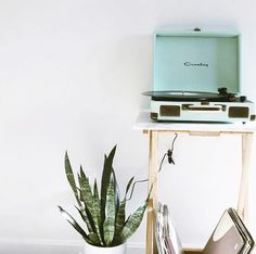 Got to love an Aqua Crosley Turntable.........we're loving your image @stephaniekudlic Head to iWorld for all your Crosley products https://www.iworldonline.com.au/index.php/brands/crosley.html