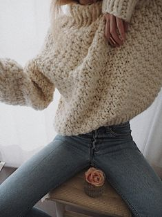 I'm not sure of the knit stitch but i love this chunky short sweater.S.