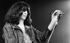 Auguri Joey! Un ricordo di Joey Ramone Auguri Joey! A quattordici anni dalla morte di Joey Ramone, uno dei migliori cantanti che la musica punk abbia mai espresso, un mio personale ricordo della inconfondibile voce dei Ramones, gruppo sto #ramones #joeyramone #punk #musica