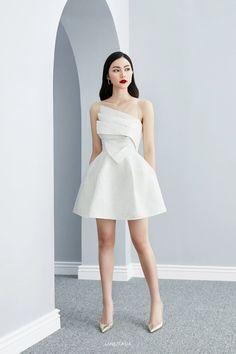 Mode Outfits, Dress Outfits, Fashion Dresses, Dress Up, Draped Dress, Elegant Dresses For Women, Pretty Dresses, Beautiful Dresses, Classy Short Dresses