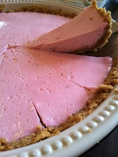 An extremely easy marshmallow and yogurt tart. It is perfect for a tea-time snack or an after-dinner sweet. Tart Recipes, Sweet Recipes, Baking Recipes, Microwave Recipes, Quick Recipes, Kos, Sweet Pie, Sweet Tarts, Easy Desserts