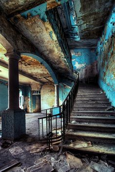 musefraisedesbois: two stairways. 1 by `Tommy-Noker Urban decay // musefraisedesbois: two stairways. 1 by `Tommy-Noker Urban decay // musefraisedesbois: two stairways. 1 by `Tommy-Noker Urban decay // Homeshoppi Abandoned Mansions, Abandoned Places, Abandoned Castles, Old Abandoned Houses, Haunted Places, Urban Decay Photography, Contrast Photography, Stairway To Heaven, Jolie Photo