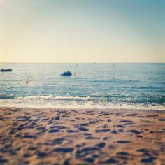 """""""Dieser Sommer war einfach der beste Sommer meines Lebens! Es war für jeden etwas dabei, egal ob man Party machen wollte oder am Strand chillen, shoppen oder in Bars oder Restaurants gehen war dort auch kein Problem, weil es einfach alles gab! I"""" #waves #beach #rufreisen #holiday #malgrat"""