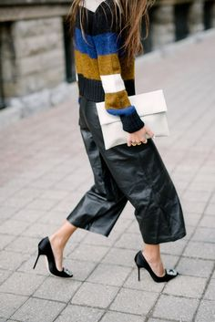 101 Style Tips To Wear A Striped Outfits - Fazhion Look Street Style, Street Chic, Paris Street, Leather Culottes, Culottes Outfit, Paperbag Hose, Gaucho, Work Fashion, 80s Fashion