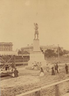 Captain Cook Statue in Hyde Park, Sydney, Australia in v Hyde Park Sydney, Parks In Sydney, Sydney City, Botany Bay, Bonnie N Clyde, Historical Pictures, Sydney Australia, Back In The Day, Old Photos
