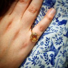 Que pensez-vous de nos fleurs qui ne se fanent jamais? Cest la nouvelle collection Phantasia! Des pierres aux milles facettes!  Découvrez les sur www.juwelo.fr  #juwelo #pierresprecieuses #gemstones #facettes #citrine #jaune #bijoux #tendance #mode #fashion #trend #yellow #citrin #baguedefiancailles #solitairering #ring #bague #mariage Rings, Inspiration, Jewelry, Instagram, Fashion, Veneers Teeth, Engagement Ring, Stones, Yellow