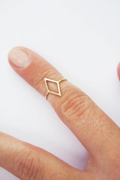 gold diamond shape knuckle ring