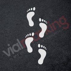 Plantilla para pintar 4 huellas de pies Nike Logo, Pedicure, Logos, Yard Games, Foot Prints, Template, Courtyards, Book, Pedicures