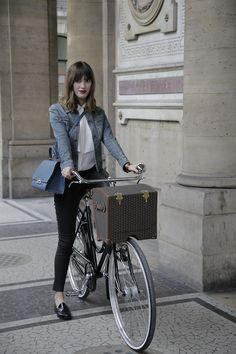 Behind the scenes from Moynat Parisian Promenade: Jeanne and her Réjane.