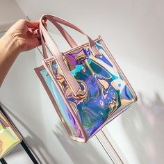 Leather handbags are considered classic. They are very versatile—able to dress up just about any outfit from jeans to a designer suit. Fall Handbags, Handbags On Sale, Purses And Handbags, Summer Handbags, Summer Tote Bags, Fall Bags, Melissa Sandals, Holographic Bag, Hologram