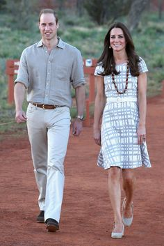 Zu Besuch beim Ayers Rock/Uluru: in einem Kleid von Hobbs, Catherine, Duchess of Cambridge, Kate Middleton, prinz william