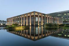 """Livro """"O visível e o invisível na arquitetura brasileira"""" lança um novo olhar sobre a arquitetura moderna do Brasil"""