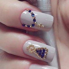 Unhas Rhinestone Nails, Bling Nails, Swag Nails, Nail Ring, Nail Manicure, Nail Polish, Gem Nails, Hair And Nails, Rosary Nails