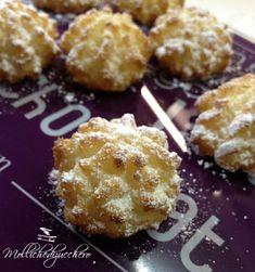 dolcetti al cocco Gf Recipes, Cookie Recipes, Drop Cake, Biscotti Cookies, Sicilian Recipes, Sicilian Food, Romanian Food, Italian Cookies, Mini Desserts