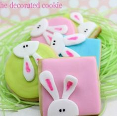 How to decorate peeking bunny cookies for Easter. Fun and cute treat for Easter with cut-out sugar cookies, royal icing, and fondant decorations. Cookies Decorados, Galletas Cookies, Iced Cookies, Cute Cookies, Easter Cookies, Easter Treats, Cookies Kids, Fondant Cookies, Bunny Crafts