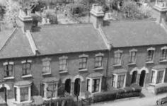A road on the Huxley Estate in Edmonton (now Enfield) showing how the Victorian terrace houses were designed in pairs. Victorian Terrace House, Edwardian House, Victorian Homes, Victorian London, Vintage London, Old London, Cold Sassy Tree, Then And Now Photos, Rural Area