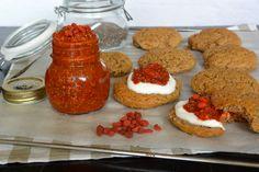 Van 't weekend maakte ik scones van boekweitmeel bakken, waar ik een zelfgemaakte superfood jam bij fabriceer. Met maar drie ingrediënten! Zo wordt het wel een héél goed weekend. ♥ Foodness - good food, top products, great health