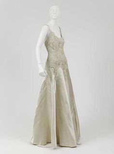 Evening dress (image 2) | House of Chanel | French | 1938 | silk | Metropolitan Museum of Art | Accession #: C.I.46.4.26