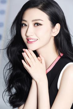 Girls with or are open for everyone who chases their beauty. Pretty Asian, Beautiful Asian Women, Beautiful Eyes, Beautiful Pictures, Korean Beauty, Asian Beauty, Jing Tian, Non Blondes, Asian Celebrities