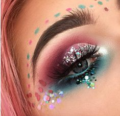 ⋆ Ideas of how to wear chunky glitter on your face & hair for festivals, parties and raves ⋆ Sparkly, colourful eye makeup & glitter lips ⋆ 2017 festival trends