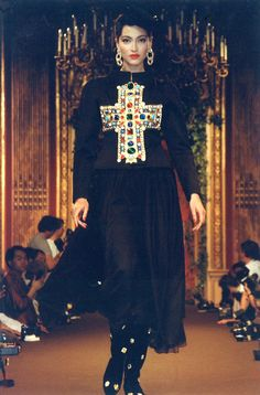 Stunning Photos of Christian Lacroix Haute Couture Fall-Winter Fashion Show in 1988 Timeless Fashion, Love Fashion, High Fashion, Fashion Show, Vintage Fashion, Fashion Outfits, Christian Lacroix, Style Couture, Couture Fashion