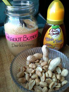 Il burro di arachidi è una preparazione alimentare a base di semi di arachidi macinate che possiamo tranquillamente preparare in casa, senza spendere troppo e ottenendo un prodotto sano rispetto a ...