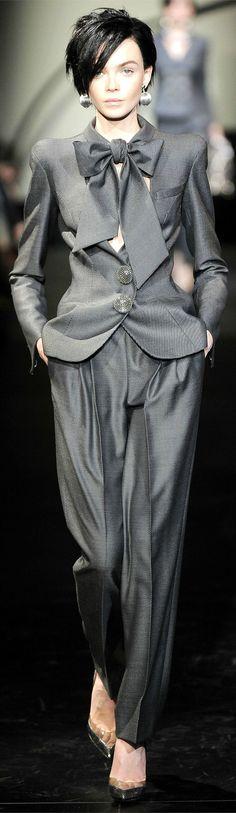 Armani Privé Parigi - Haute Couture Fall Winter - Shows - Vogue. Haute Couture Paris, Couture Fashion, Fashion Show, Runway Fashion, Fashion Styles, Business Chic, Business Fashion, Business Women, Business Class
