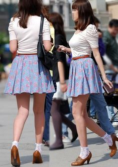 Sexy Skirt, Dress Skirt, Short Skirts, Mini Skirts, Sexy Rock, School Girl Japan, Flower Skirt, Socks And Heels, Cute Asian Girls