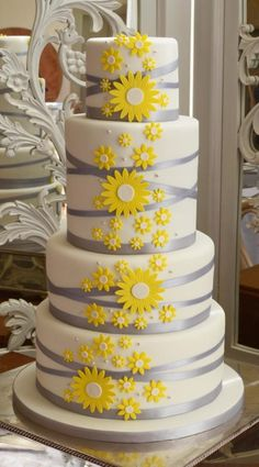 A Spring Wedding in Somerset. - Cake by Sandra Monger