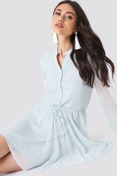 84c07a06f04a Wide Sleeve Chiffon Dress Schanna x NA-KD Ceinture Elastique, Robe De Soirée ,